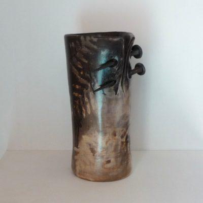 """Vase """"percé"""" avec des clous en fer forgé - vendu"""